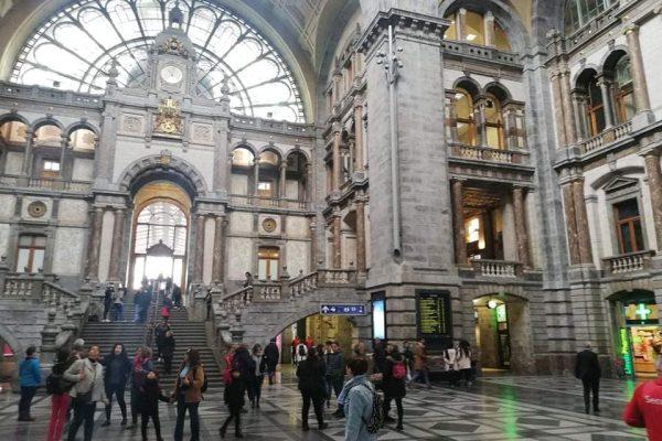Gare d'Anvers, voyage de l'école Be school en Belgique en mars 2019.
